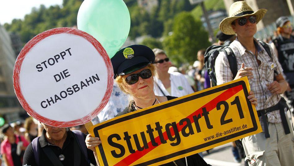 Demonstranten protestieren gegen Stuttgart 21: Die Gegner wollen die Schwachstellen des Tests öffentlich deutlich machen