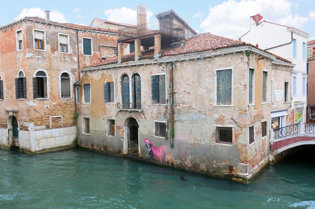 Graffito Banksy / Palazzetto / Engel & Völkers Venezia