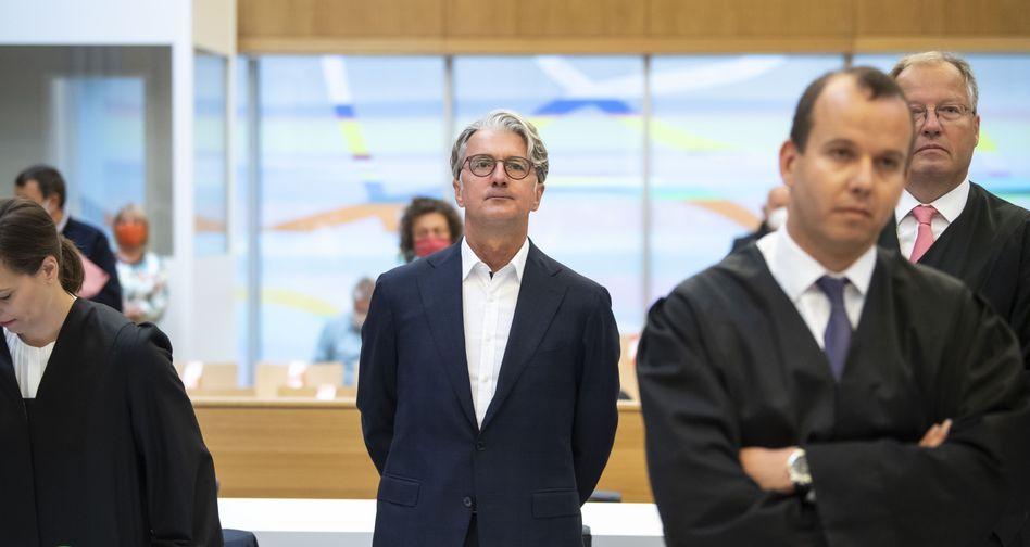 Ex-Audi-Chef Stadler im Verhandlungssaal in München
