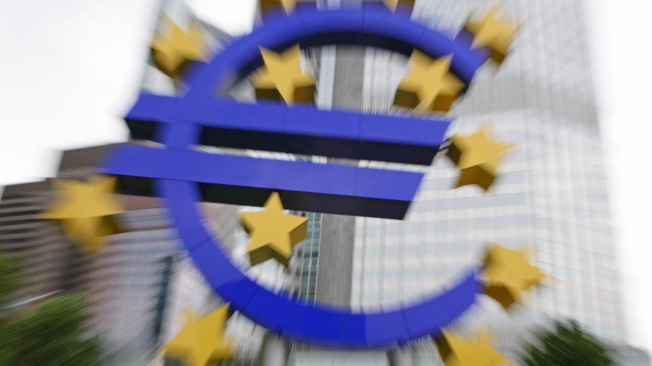 Euro-Skulptur vor der EZB: Die Angst vor einer Ausweitung der Schuldenkrise ist eine Zerreißprobe für die Gemeinschaftswährung