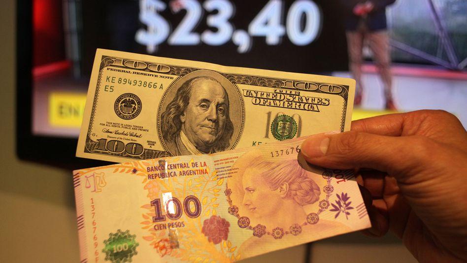 Peso gegen Dollar: Rasante Abwertung der Landeswährung