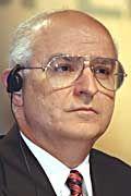 Sein Stuhl wackelt: Vorstandschef Robert Hendry wird für die Verluste von Opel verantwortlich gemacht.