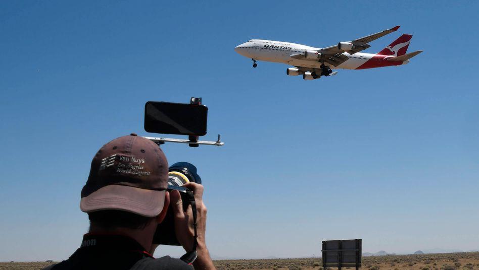 Luftfahrt im Umbruch: Die letzte Boeing 747 der australischen Airline Qantas landet am Freitag, 24.7., in der kalifornischen Mojave-Wüste, wo sie abgewrackt wird