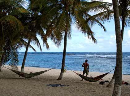 Karibik wie aus dem Bilderbuch: Am Strand gehören Hängematten dazu