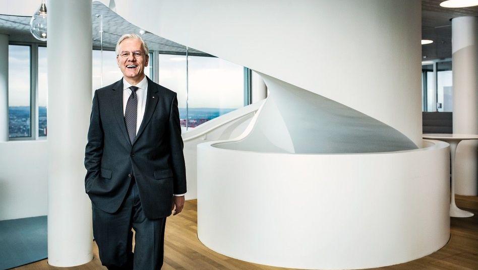 Role-Model: Christoph Franz, Verwaltungsratschef des Pharmakonzerns Roche, hat das Nationalheiligtum Swiss gerettet. Inzwischen können die Schweizer mit ihm umgehen – und er mit ihnen.