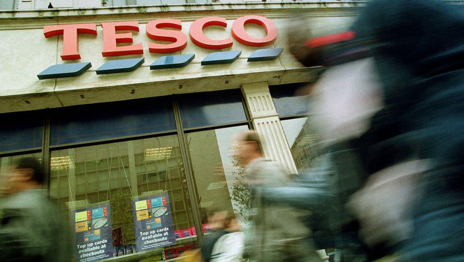 Tesco in London: Die aggressive Preispolitik insbesondere der deutschen Wettbewerber Aldi und Lidl macht dem britischen Einzelhändler weiter zu schaffen