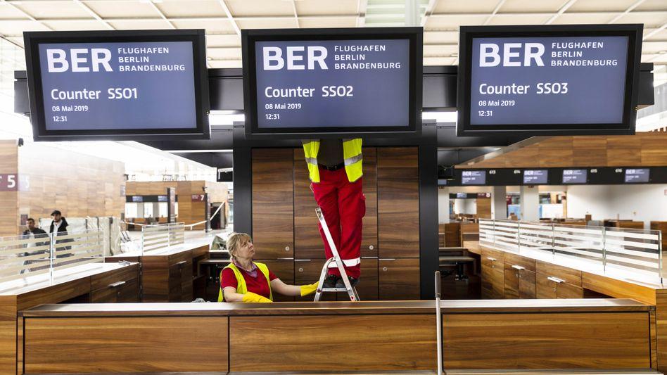 """Es wird gebaut und repariert und gebaut und ... : Der TÜV Rheinland hat 9407 """"wesentliche"""" Mängel beim neuen Hauptstadtflughafen BER festgestellt"""