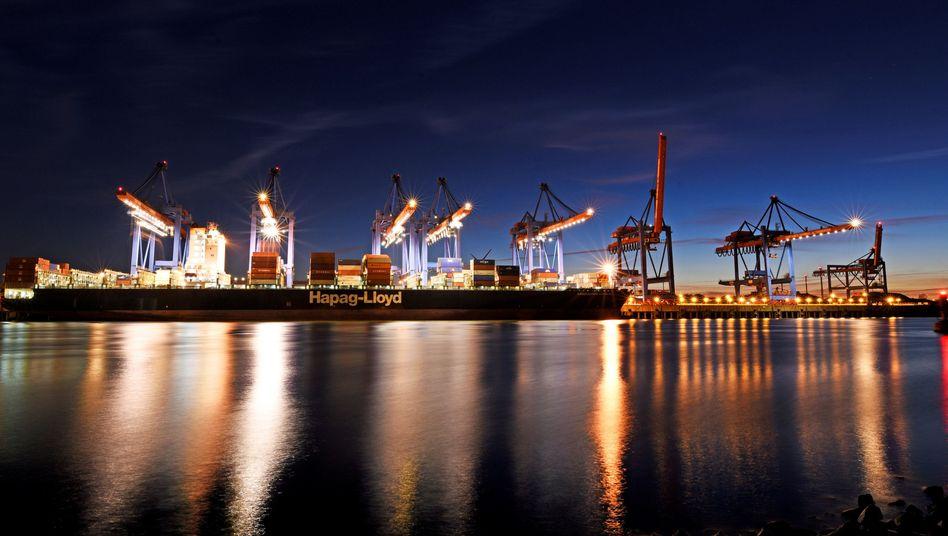 Hapag-Lloyd-Frachter im Hamburger Hafen