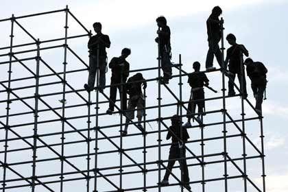 Baustelle in Peking: Nur die Wirtschaft Indiens und Chinas wird laut ADB wachsen