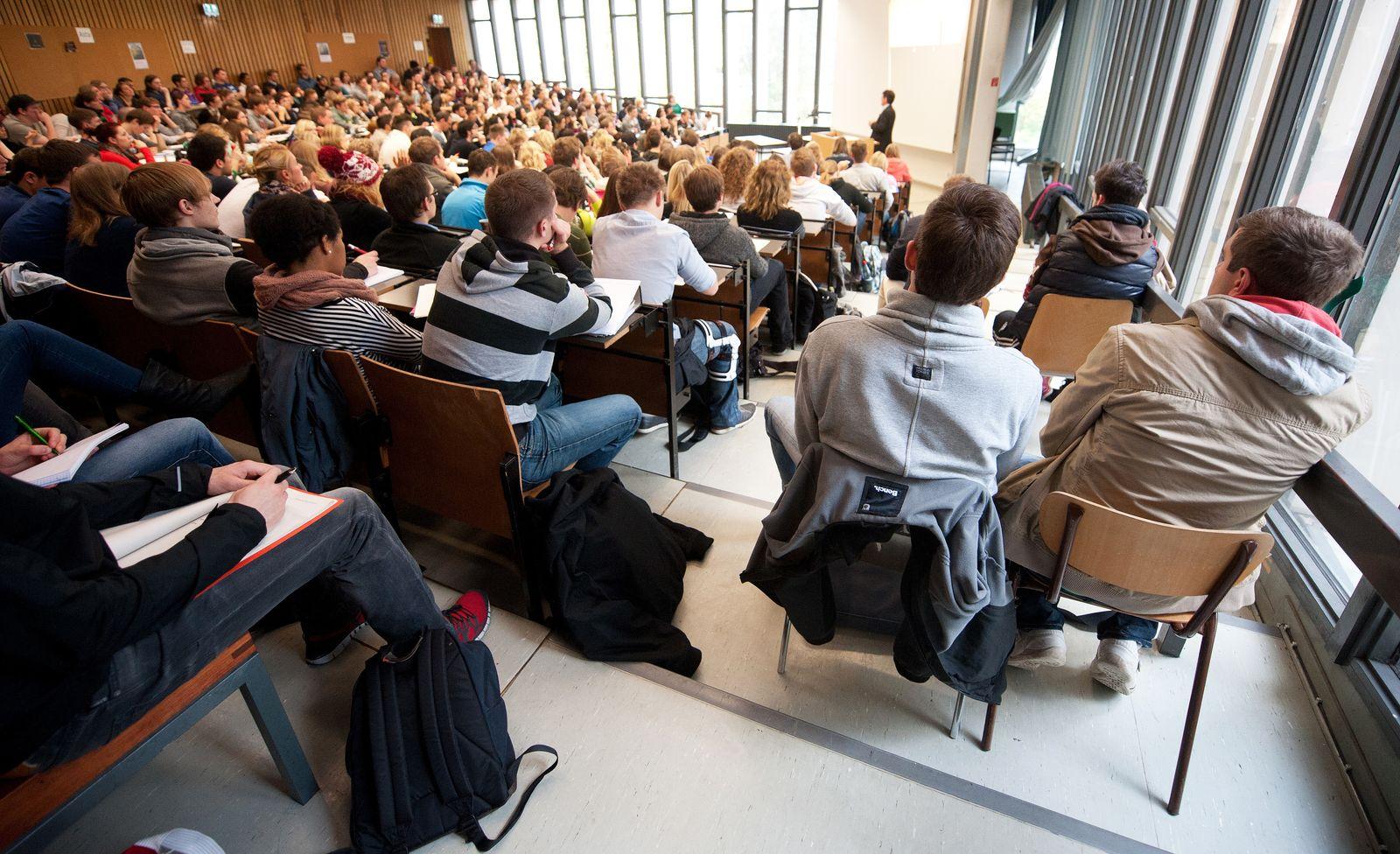 Studenten / BWL / Vorlesung