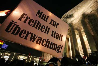 Demonstrationen gegen die Vorratsdatenspeicherung: Zehntausend Gegner gingen auf die Straße