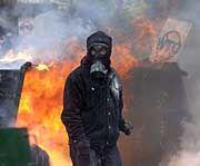 Statt Feuer und Flamme demnächst Hacker-Angriffe? Weltbank-Gegner werden sich umstellen müssen.