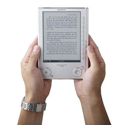 Kein Scrollen: Richtig Spaß macht das Lesen erst, wenn die Bücher in ein spezielles E-Book-Format umgewandelt werden