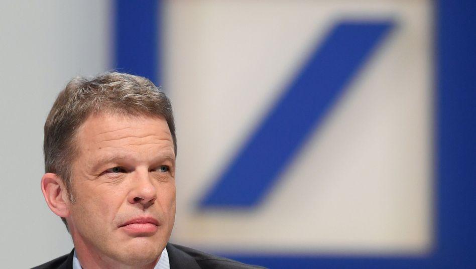 Deutsche-Bank-Chef Sewing kündigt erstmals seit drei Jahren wieder einen Jahresgewinn ab - die Wende bei den Eträgen lässt aber auf sich warten
