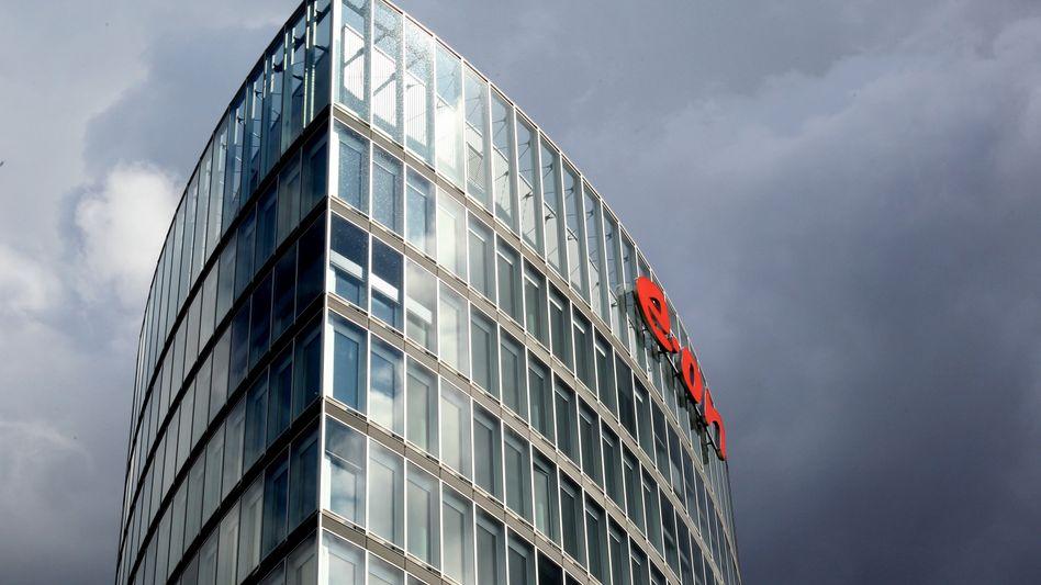 Graue Wolken am Horizont: Eon ringt mit den Folgen der Energiewende und erwartet für 2013 nur noch 2,4 Milliarden Euro nachhaltigen Überschuss - nach 4 Milliarden Euro im Jahr 2012