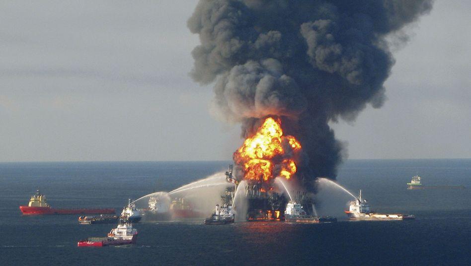 """Brennende """"Deepwater Horizon"""":Die Hauptschuld trägt der Energiekonzern BP"""