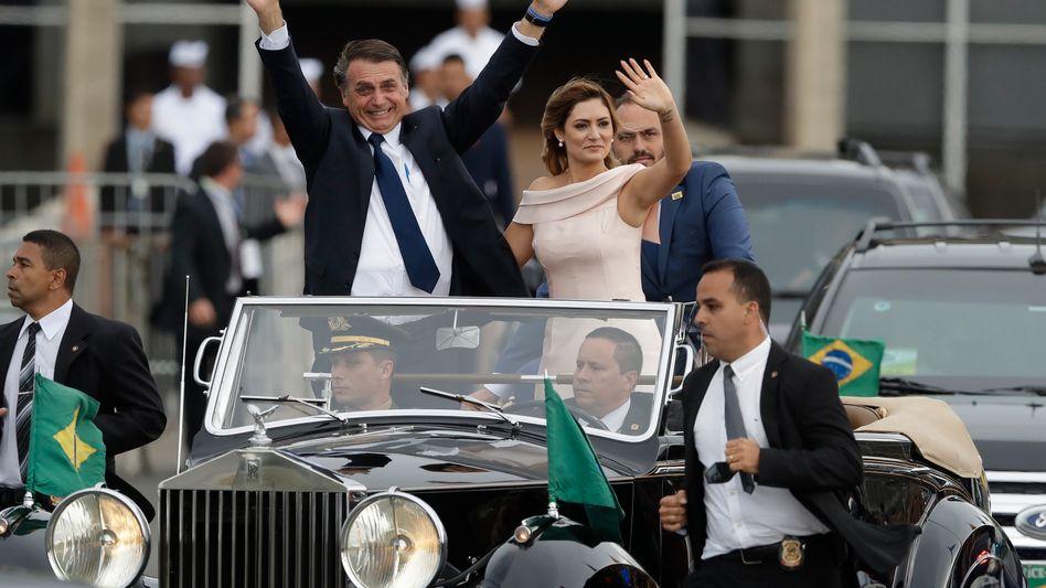 Ließ sich feiern: Brasiliens neuer Präsident Jair Bolsonaro mit Ehefrau Michelle Bolsonaro. Der neue Präsident will viel verändern im Land, dazu braucht er aber Koalitionen