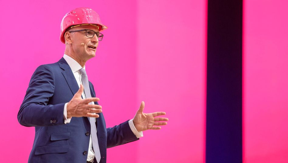 Telekom-Vorstandschef Tim Höttges während seiner Rede auf der Jahreshauptversammlung 2018, für die er als bester Redner ausgezeichnet wurde.
