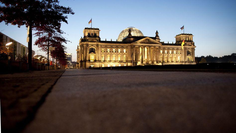 Reichstag in Berlin: Die enge Verflechtung Deutschlands innerhalb Europas ist nach Einschätzung von S&P mit Gefahren für die deutsche Wirtschaft und den staatlichen Schuldenabbau verbunden