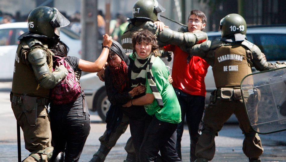 Studentenproteste in Chile (Archivaufnahme): Nicht selten sind bei derartigen Anlässen Waffen aus Deutschland im Einsatz