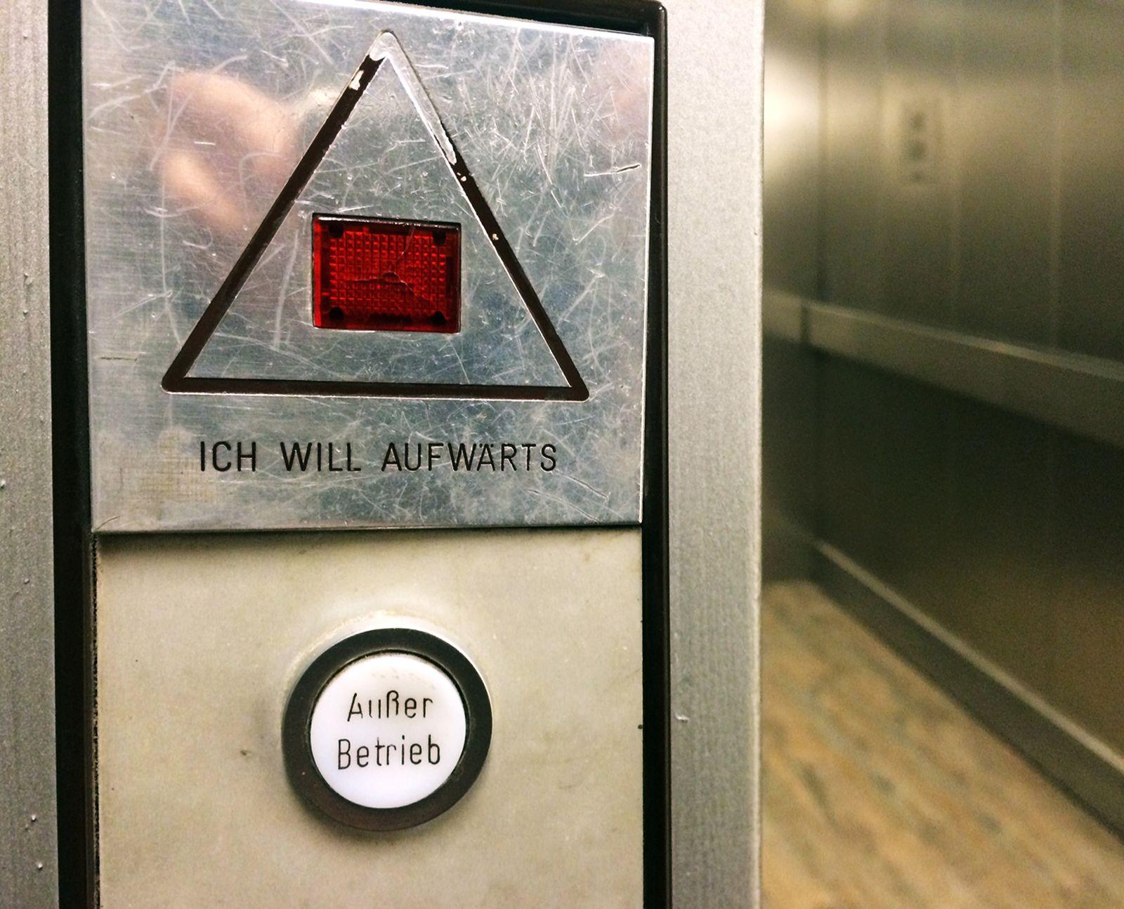KaSP Fahrstuhl aufwärts SYMBOLBILD