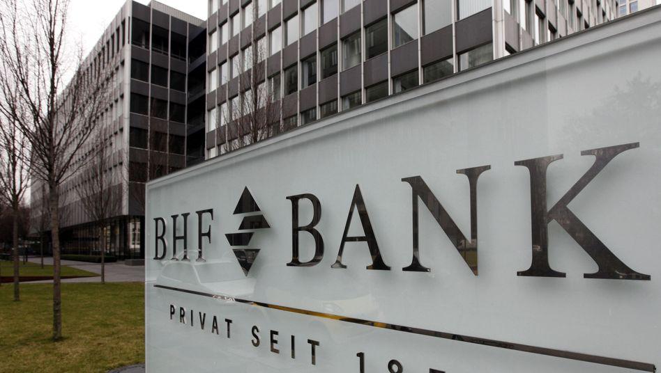 BHF-Zentrale in Frankfurt: Die Verhandlungen zwischen der Deutschen Bank und dem Finanzinvestor RHJI ziehen sich bereits seit über zwei Jahren hin