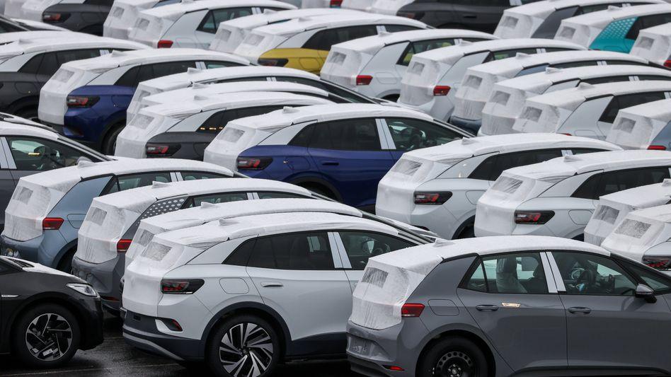 Verkäufermarkt: Neuwagen auf dem Gelände des VW-Werks Zwickau