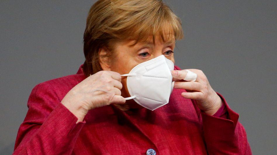 Angela Merkel: Die Bundeskanzlerin muss für die geplante bundesweite Notbremse von FDP, Linke, AFD und Grünen viel Kritik einstecken - wenn auch aus unterschiedlichen Gründen