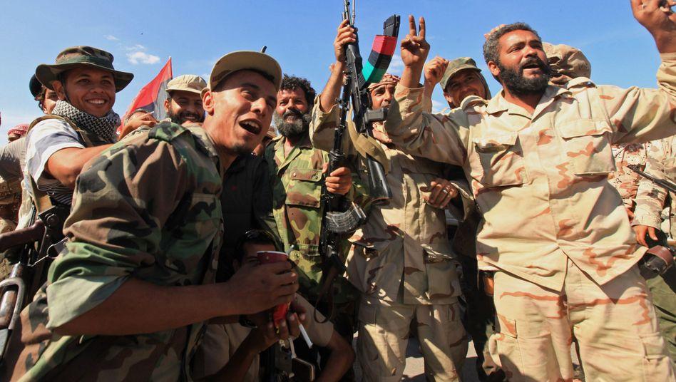 Siegesfeier: Gaddafi-Gegner jubeln im Zentrum der eroberten Stadt Sirte