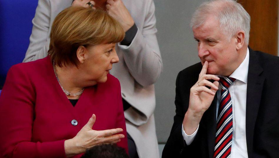 Kanzlerin Angela Merkel: Eskaliert der Streit über die Flüchtlingspolitik, könnte die Kanzlerin ihren Innenminister Horst Seehofer (CSU) entlassen. Nun hat sie zumindest noch Zeit bis zum EU-Gipfel Ende Juni