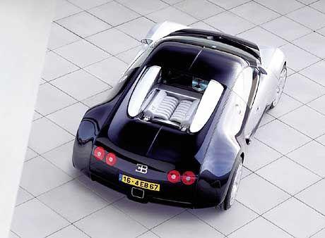 Freier Blick auf den Motor: Der 630 PS starke 16-Zylindermotor des Buggati soll 760 Nm Drehmoment auf die Straße bringen