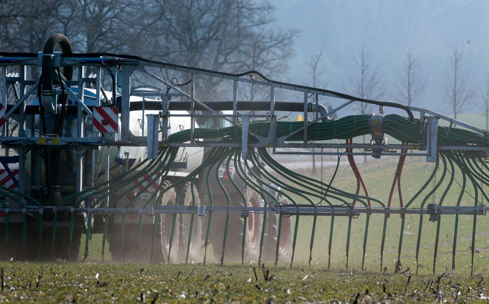 SPERRFRIST 16.09.15 19Uhr Luftverschmutzung/ Gülledüngung auf Getreideacker