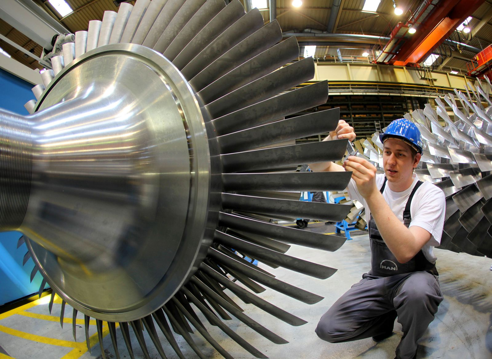 Konjunktur / Turbinenherstellung / Maschinenbau / Fachkräfte / Ingenieurin / Techniker / Mechaniker
