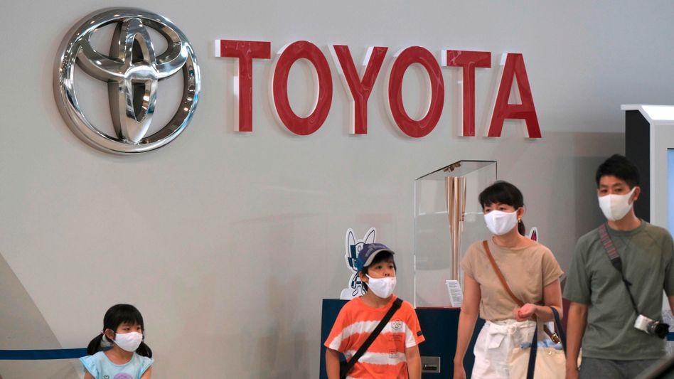 Toyota-Showroom in Tokio: Der Autobauer leidet unter der Corona-Krise und dem Chipmangel