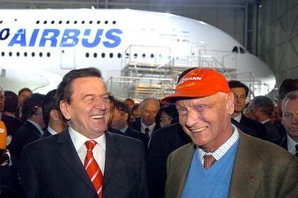 Schröder, Lauda: Vielflieger unter sich. Formel-1-Ikone Niki Lauda besitzt einen Pilotenschein zum Steuern von Jumbo-Jets - und nutzt ihn auch.