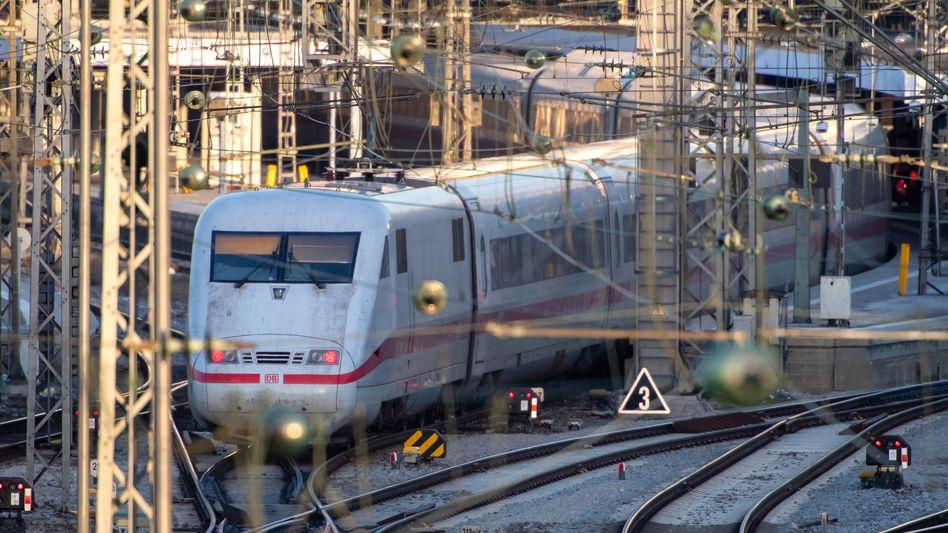 ICE der Deutschen Bahn: Im Fernverkehr gibt es ab November einen neuen Konkurrenten