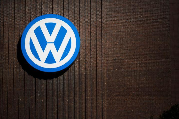 VW-Logo auf einem Werk: Konzernchef Matthias Müller hat noch ein paar hochrangige Management-Posten zu besetzen