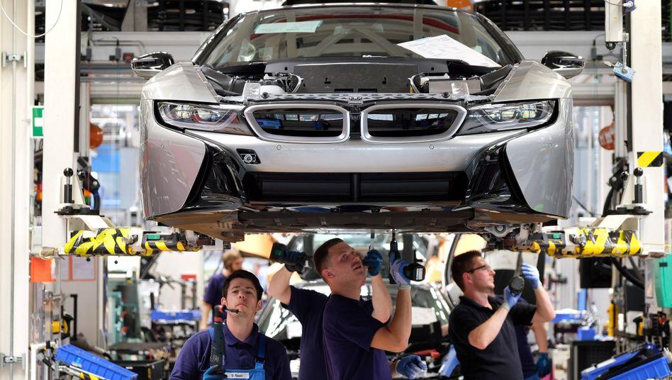 Montage des BMW i8 in Leipzig: Die deutschen Autobauer müssen den Wandel beschleunigen - oder sie erleben ihr Detroit