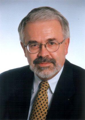 Helmut Becker, ehemaliger Chefvolkswirt von BMW, ist Leiter des Instituts für Wirtschaftsanalyse und Kommunikation in München