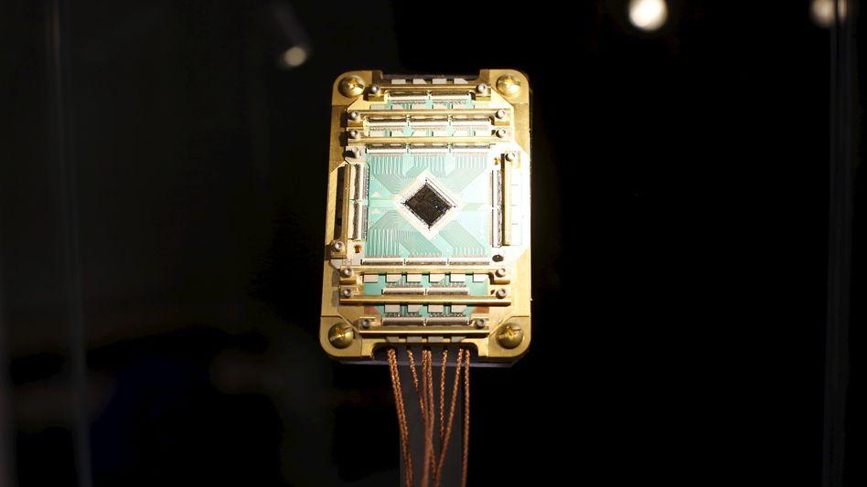 Ein D-Wave-Prozessor des Quantum Artificial Intelligence Laboratory im Jahr 2015, Teil der Gemeinschaftsarbeit von NASA, Google und der Universities Space Research Association