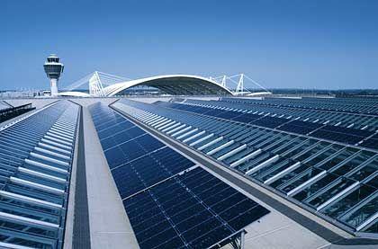Flughafen München: Solardach auf dem Terminal 2
