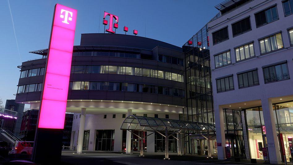 Deutsche Telekom hebt Jahresprognose