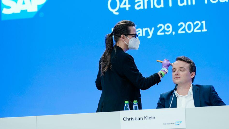 Schminke für den SAP-Chef: Christian Klein ist ein Meister der Ironie