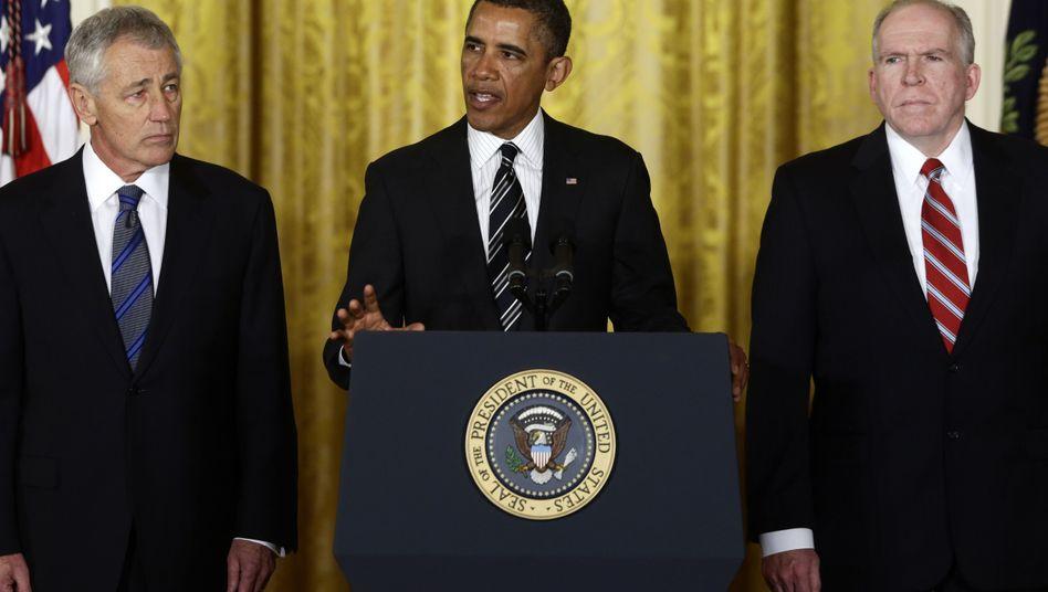 Teil der neuen Regierung: Chuck Hagel (l.), Barack Obama und John Brennan (r.)