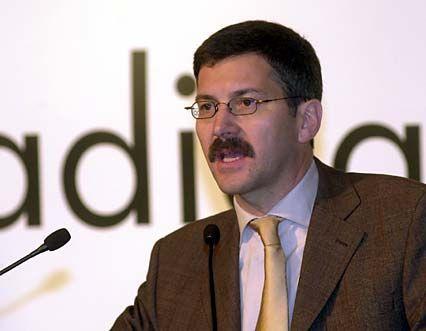 Adidas-Chef Herbert Hainer und seine Vorstandskollegen verdienten im Jahr 2001 insgesamt 6,54 Millionen Euro