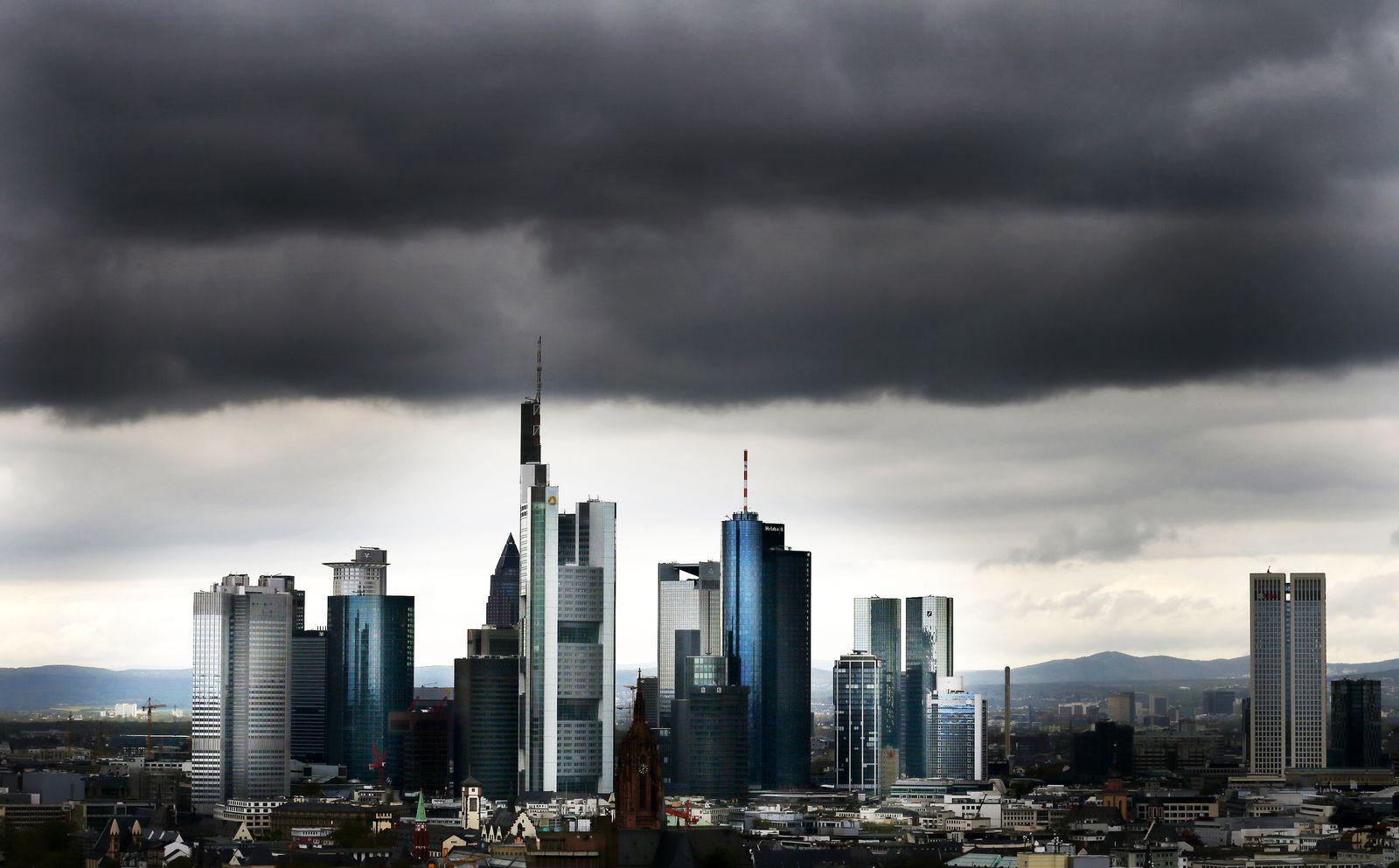 Frankfurt / Banken-Viertel / Banken / Skyline