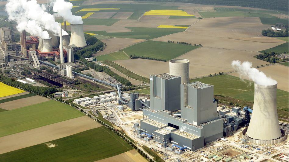 RWE-Braunkohlekraftwerk in Neurath: Bei einem seiner größten Kraftwerks-Neubauprojekte steht der Energiekonzern in den Niederlanden vor dem Aus