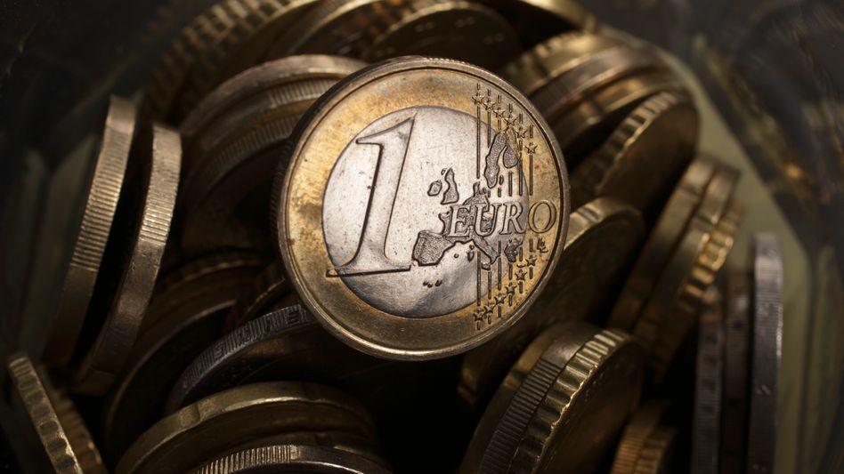 Schatten auf dem Euro: Die EU-Länder stellen weitere Milliarden zur Stützung der Schuldnerländer bereit