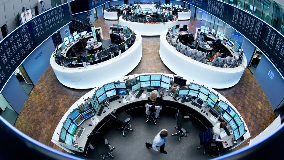 Frankfurter Börsensaal: Der Dax bleibt auf Richtungssuche