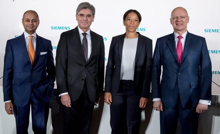 Stellen sich den Aktionären: Siemens-Vorstand Michael Sen, Vorstandschef Joe Kaeser, Personalchefin und Vorstandsmitglied Janina Kugel und Finanzvorstand Ralf Thomas (von links)